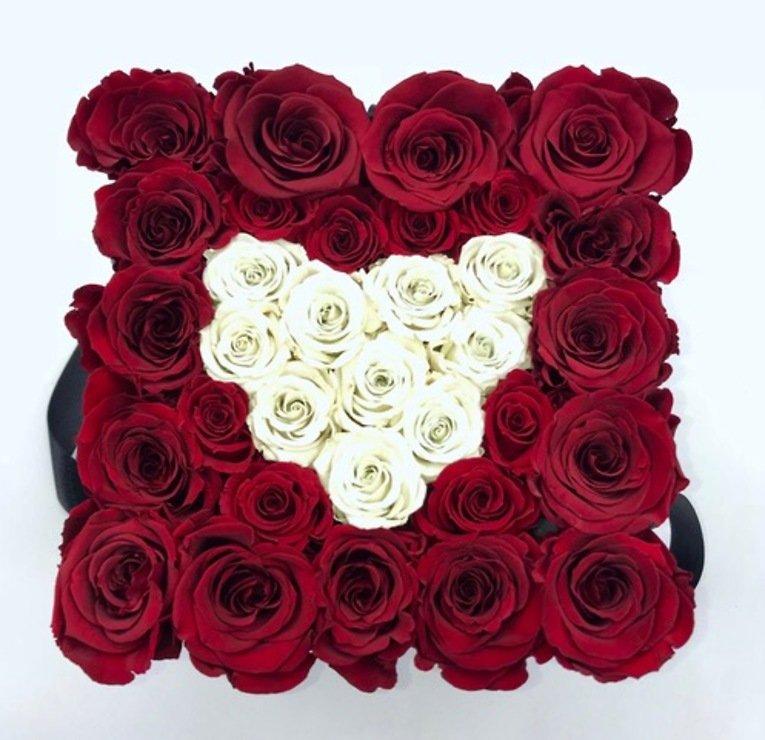 Petite Fleur Flowerbox L quadratisch schwarz 25-28 Infinity Rosen dunkelrot mit Herz ivory - Pic 1